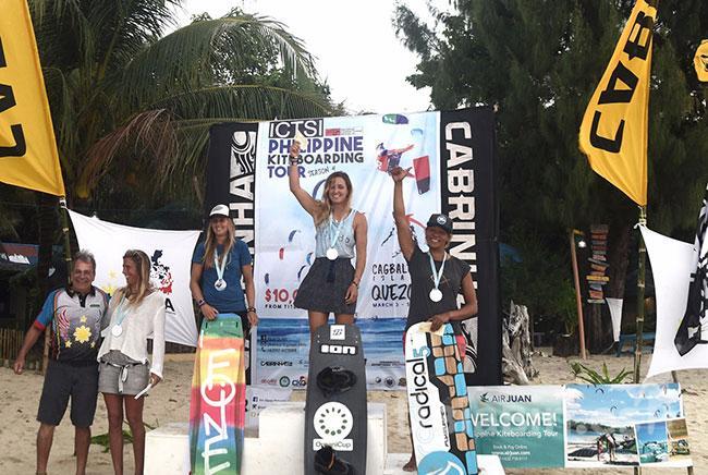 La rider Julia Castro se proclama campeona de kyteboarding en el Tour Filipino de Freestyle