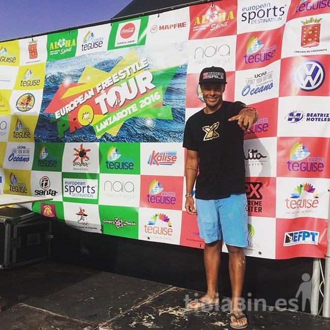 La joven promesa del windsurfing, Manuel Rodríguez, se prepara para participar en el Campeonato del Mundo