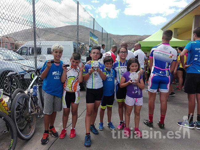 50 ciclistas del C.D. Cofete participaron en el Gran Premio MTB de Tuineje