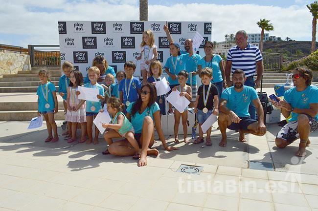 50 niños participaron en la primera competición de natación del Club Hijos del Mar