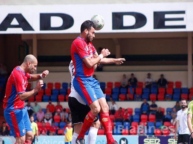 La UD Lanzarote apuntala su línea defensiva con la renovación de Raúl Fernández