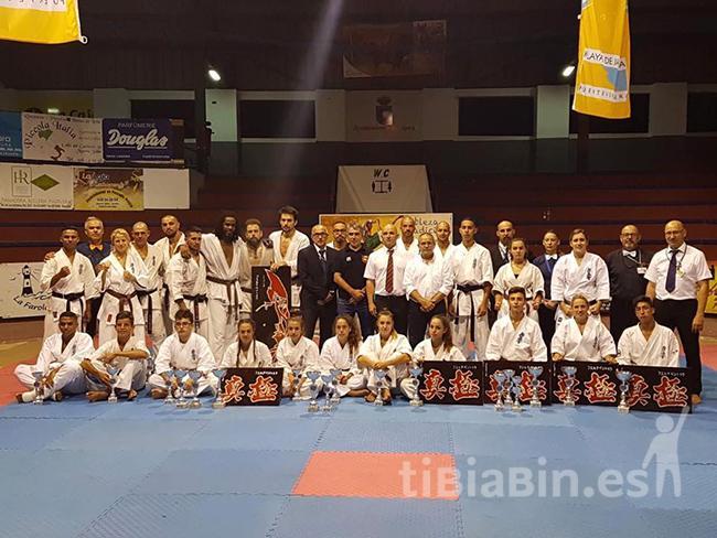 35 karatecas compitieron en el VI Open de Fuerteventura de Kumite y Katas