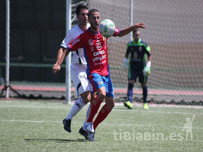 La UD Lanzarote cierra la renovación del jugador de banda izquierda Borja Vera