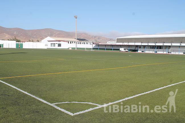 El Ayuntamiento firma con el Cabildo la redacción del Proyecto de reforma completa del campo de fútbol de Antigua