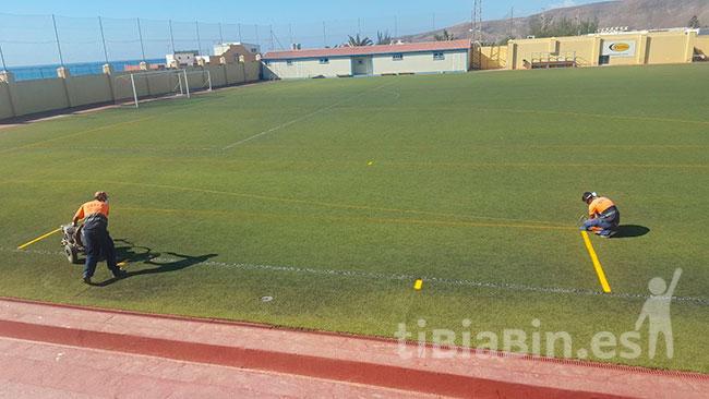 El Ayuntamiento de Pájara ejecuta labores de pintado en el Campo de Fútbol de La Lajita