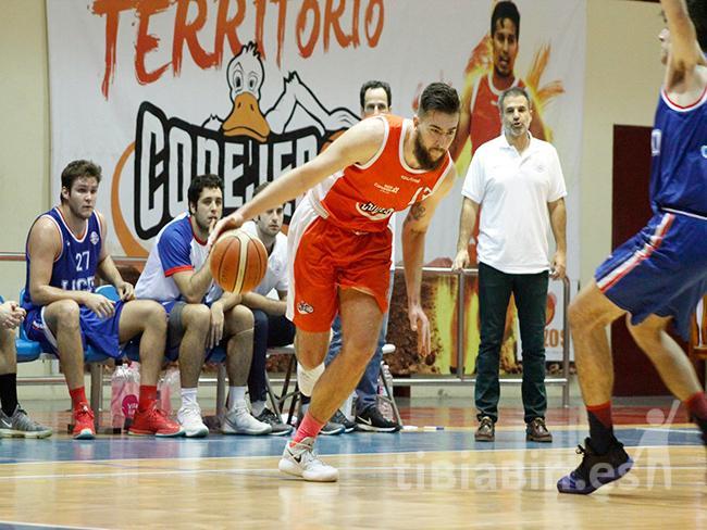 El Aloe Plus Lanzarote Conejero maduró el partido ante el Liceo Francés (91-72)