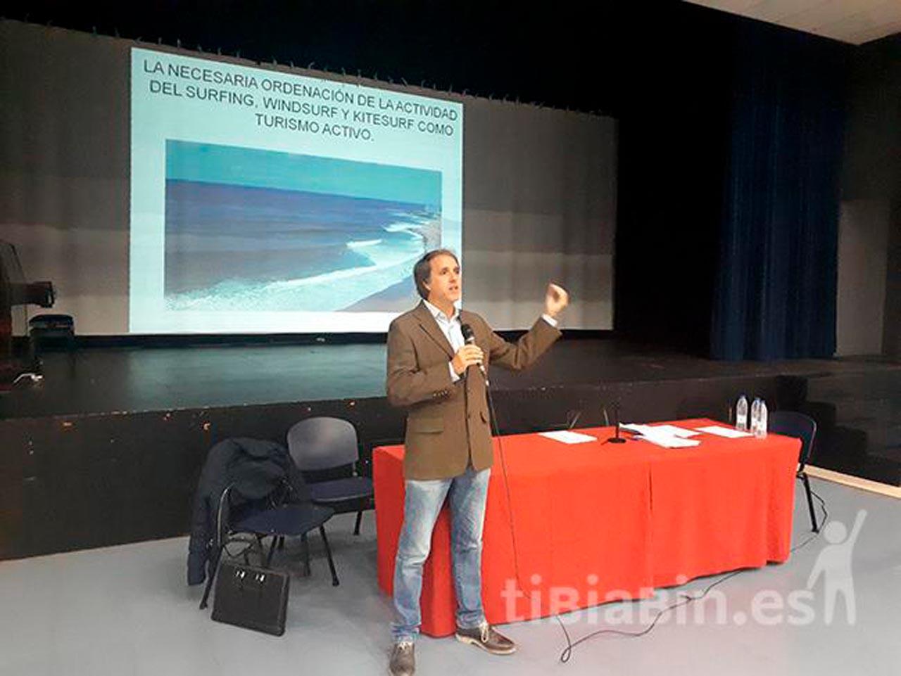 La Oliva apuesta por un modelo de calidad en la regulación de las escuelas de surf, windsurf, kite, SUP y kayak