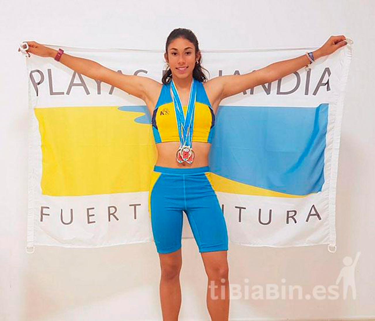 Nicole Barrios, atleta de la EAMj-Playas de Jandía  Mejor Marca canarias sub16 en 300 m.l.